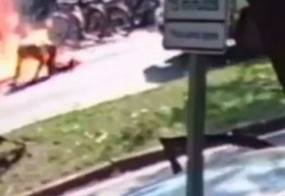 Idoso cai de moto e veículo explode após vazamento do combustível