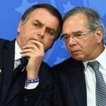 """83702528 Brazilian President Jair Bolsonaro L and his Finance Minister Paulo Guedes talk during - """"Estou sendo apedrejado pelas costas o tempo inteiro"""", diz Guedes"""