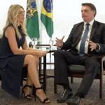 Antonia Fontenelle e Jair Bolsonaro - 'Quem disser que é candidato a prefeito com meu apoio está mentindo', diz Bolsonaro - VEJA VÍDEO