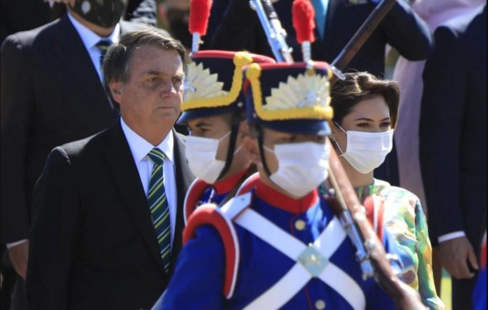 CapturarÇ - Sem desfile devido à pandemia, Bolsonaro gera aglomeração em ato do 7 de Setembro - VEJA VÍDEO