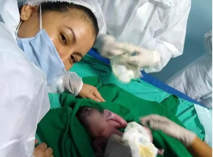 Capturar 58 - Bebê surpresa: Jovem descobre gravidez no momento do parto após buscar atendimento para dores abdominais