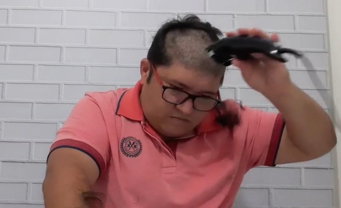 Abrantes Júnior oficializa candidatura a vereador e raspa a cabeça em defesa ao portador de câncer
