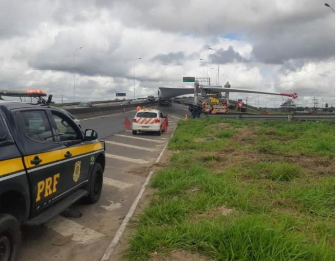 Capturarjj - ALERTA AOS MOTORISTAS: PRF realiza a escolta do transporte de pás eólicas na BR-230 - VEJA VÍDEO