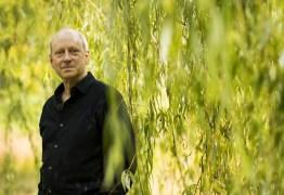 'Quem faz sucesso tende a achar que é graças a si mesmo', afirma filósofo Michael Sandel