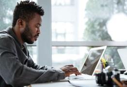 Plataformas na internet oferecem capacitação gratuita para quem busca emprego