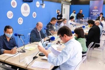 Debate na Arapuan FM é marcado por propostas, embates e farpas entre candidatos; VEJA VÍDEO