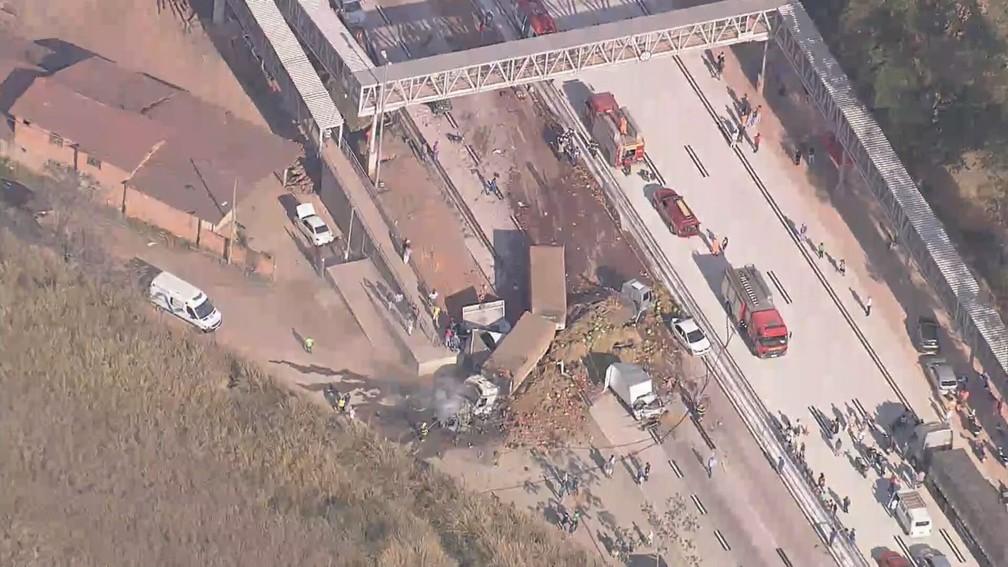 acidente2 - ACIDENTE GRAVE: Carreta atinge 5 veículos, deixa 2 mortos e fere 8 na BR-381