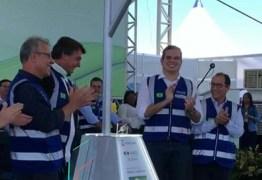 Bolsonaro quebra protocolo e faz deferência especial ao prefeito de Campina Grande