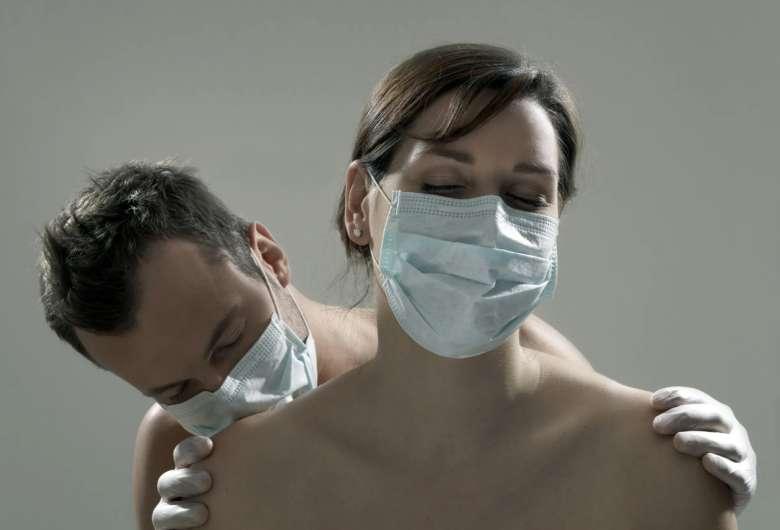 casal sexo - Cidade proíbe sexo casual durante a pandemia