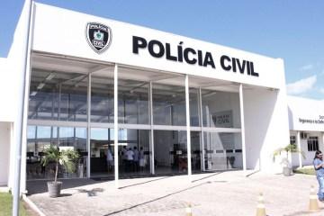 central de policia walla santos 1 - Após ser impedido de entrar no supermercado sem máscara, Delegado saca arma e é preso na capital