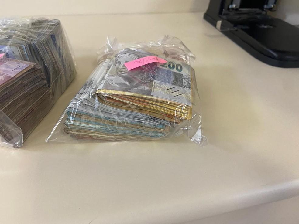 dinheiro - VALIOSAS: operação contra roubo de cargas apreende bolos de nota de R$ 200 no Rio