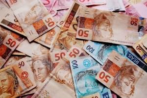 dinheiro notas reais foto pixabay 300x200 - DINHEIRO ANTES DA HORA: Prefeitura de São José de Piranhas antecipa salários do mês de setembro