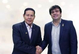 """EM BRASÍLIA: Vice-presidente Mourão anuncia """"apoio irrestrito"""" a Eduardo Carneiro em João Pessoa"""