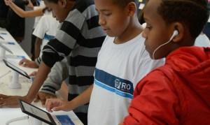 estudantes sem internet 300x179 - 96,6% dos alunos sem acesso à internet no Brasil são da rede pública, revela Ipea