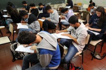 estudantes simulado do enem brasilia 0707161048 1 - MEC publica regras para vagas remanescentes do Fies no 2º semestre