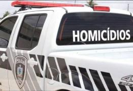 Homem é encontrado morto dentro da própria casa no bairro de Mangabeira