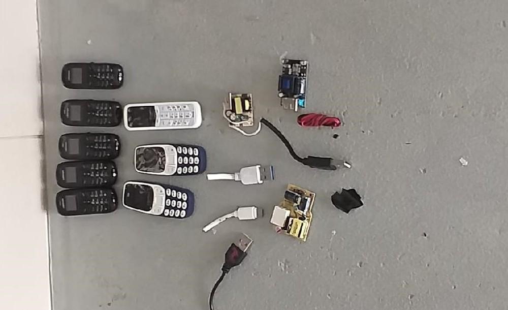 policiais penais de sinop impedem entrada de celulares - Detento tenta entrar em presídio com 8 celulares no ânus