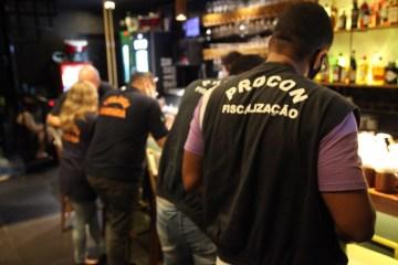 OPERAÇÃO PREVINA-SE: 30 estabelecimentos são notificados em João Pessoa; bar e boate são interditados