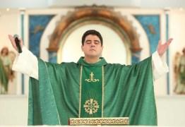 DESVIO DE DINHEIRO DE FIÉIS: Padre Robson teve dólares e euros apreendidos durante operação em Trindade