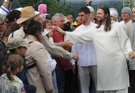 xblog jesus siberia.jpg.pagespeed.ic .fuexQ4AX7  - Polícia prende o 'Jesus da Sibéria' e encontra munição na sede de seita - VEJA VÍDEO
