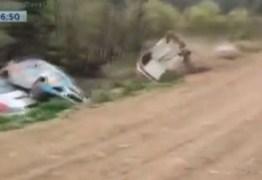 CURVA DA MORTE: Quatro carros de corrida sofrem acidente no mesmo ponto do rally