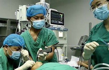 87b855a855899d92b2ca3cb770ec26a5 - Médicos removem parasita gigante da cabeça de criança