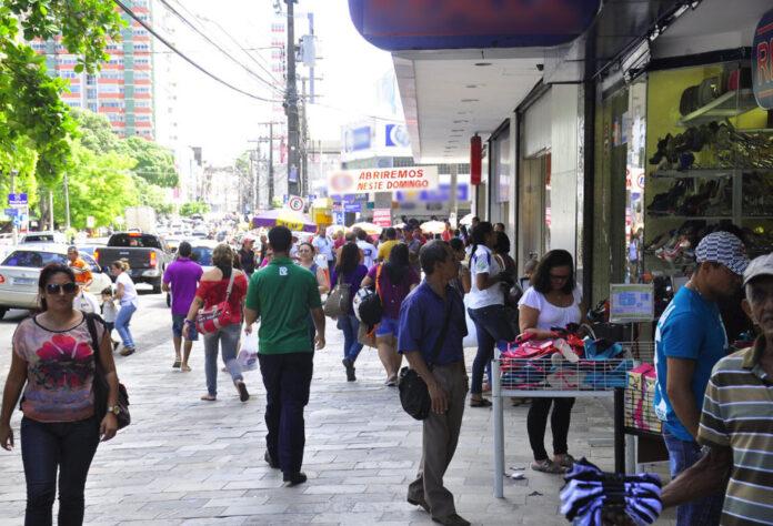 Comercio Foto Divulgacao Secom PB 696x474 1 - FORTE EXPANSÃO NAS VENDAS: varejo paraibano cresce 16% e tem segunda maior alta do Nordeste