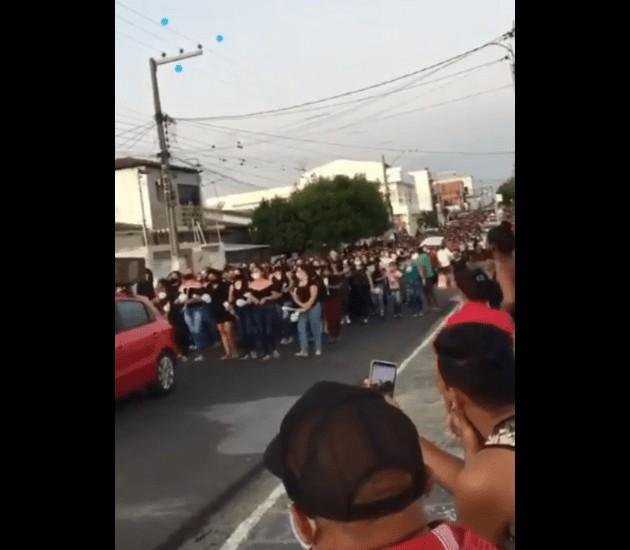 Cortejo - Multidão acompanha cortejo fúnebre do corpo de estudante morta em Boqueirão - VEJA VÍDEO