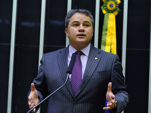 """Efraim - Efraim Filho ressalta importância da campanha Outubro Rosa: """"Prevenção do câncer de mama não pode parar"""""""