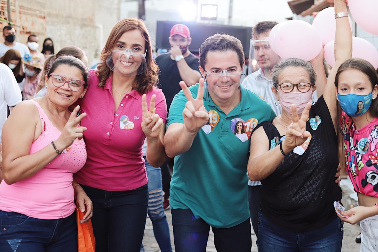 WhatsApp Image 2020 10 18 at 19.05.33 - Em Caminhada na Vila Cabral, Ana Cláduia é acolhida pela população e garante construir creche e ampliar assistência à saúde
