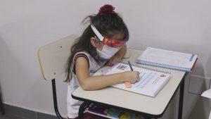 criança aula covid 300x169 - FLEXIBILIZAÇÃO: Campina Grande libera aulas presenciais para educação infantil em escolas particulares