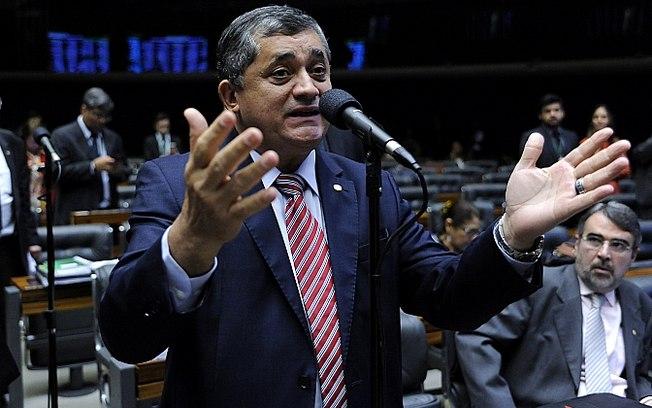 cu1ydnb310swndbjzlkub2nd8 - Oposição obstrui votação para defender extensão do auxílio de R$ 600