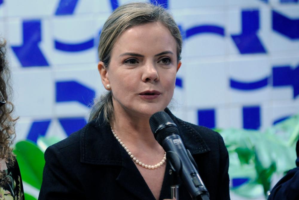 """gleisi cleia viana agcamara - Gleisi Hoffmann pede que petistas deixem Governo do Estado: """"É da direita e está apoiando uma candidatura de direita"""""""