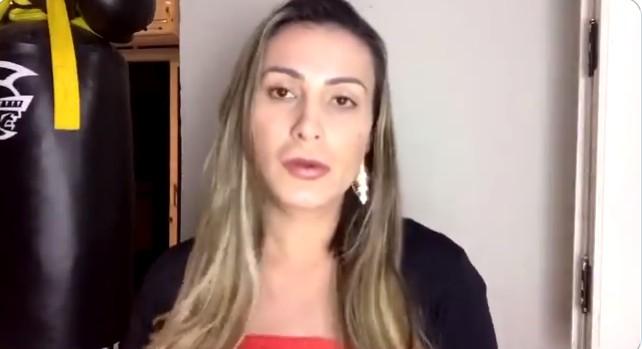 imagem 2020 10 24 110049 - Andressa Urach faz limpa no Instagram, estreia novo look e critica evangélicos - VEJA VÍDEO