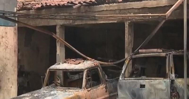 Incêndio atinge três veículos e parte de uma casa em Campina Grande