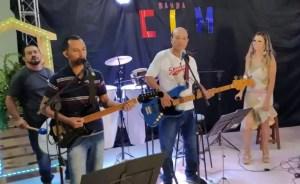 musico infarto 300x184 - Músico morre após sofrer infarto fulminante durante live - VEJA VÍDEO