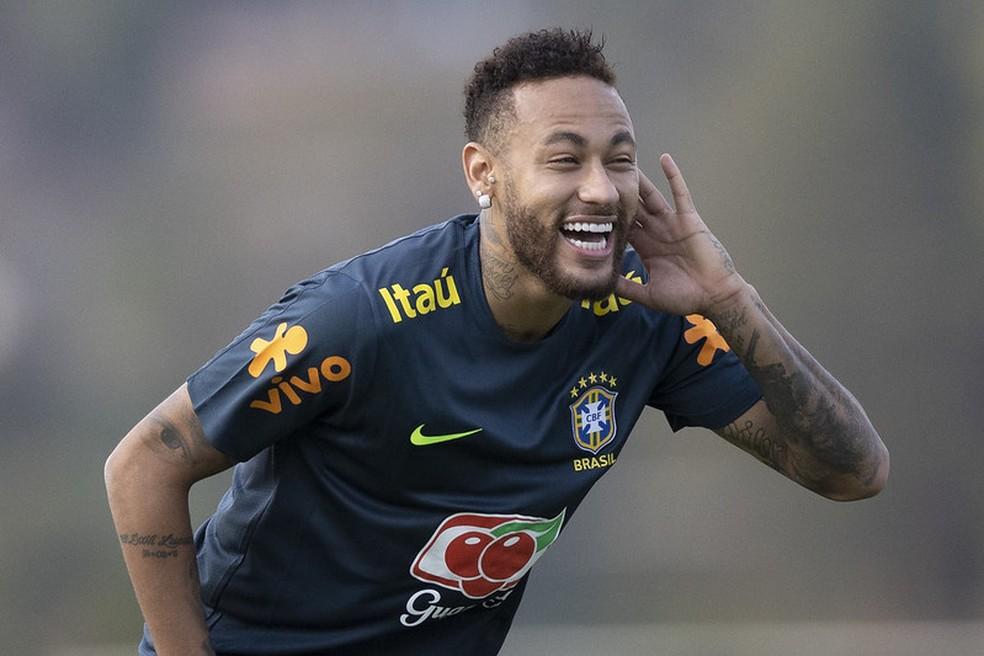 neymar selecao - O PAI TÁ ON! Neymar se recupera de dores e é titular da Seleção contra a Bolívia