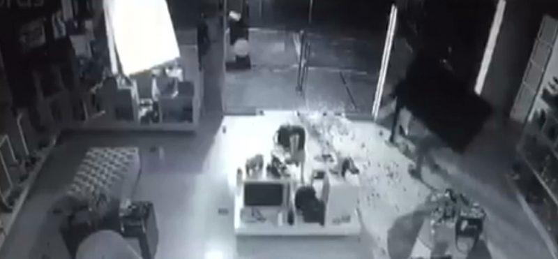tvdddd 800x371 1 - Homem furta televisão de loja e é preso em Campina Grande