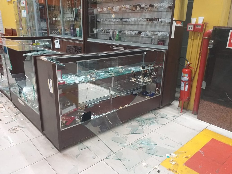 whatsapp image 2020 10 06 at 13.20.14 - Assaltantes confundem quiosques e roubam bijuterias em vez de joias