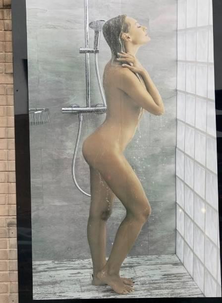 xblog nude 2.jpg.pagespeed.ic .AqW0aBz8FR - Cartaz de mulher tomando banho é alvo de investigação por 'risco de distrair motoristas'