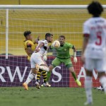 1 sbt - Globo monta estratégia para bater de frente com Flamengo no SBT