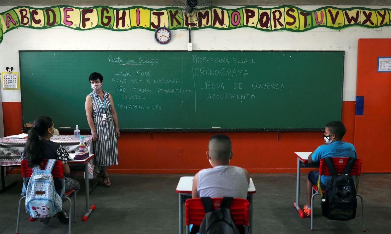2020 10 07t133205z 9098542 rc2pdj9kebuw rtrmadp 3 health coronavirus brazil - CNE garante matrícula de estudantes estrangeiros na rede pública