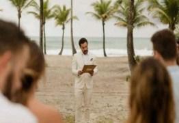 Depois de terminar o noivado, homem se casa sozinho na Bahia