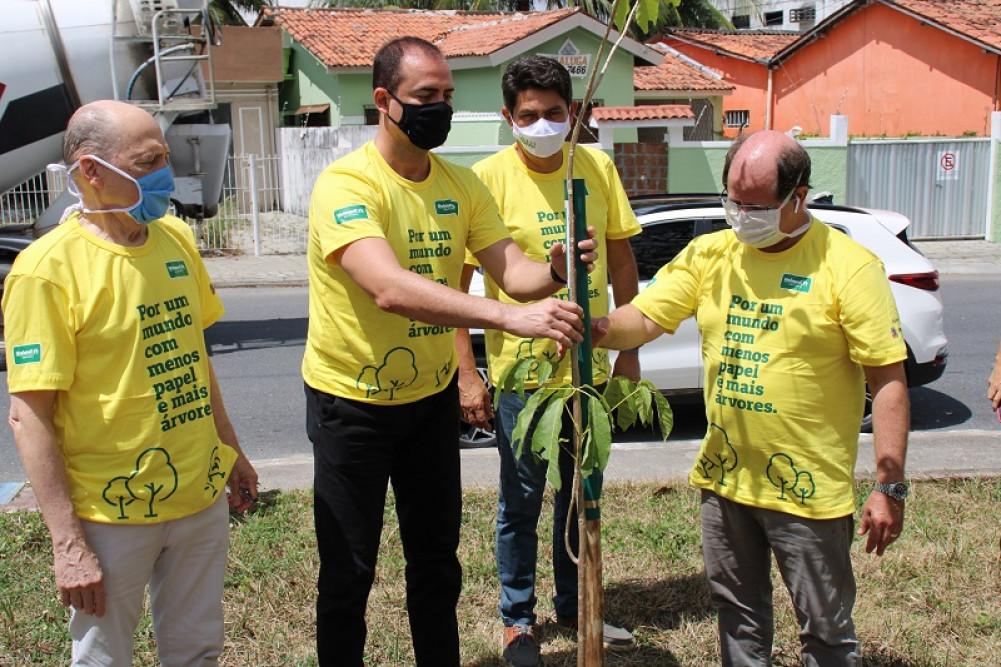 Plantio de arvores Unimed JP - Unimed João Pessoa promove plantio de 100 mudas de árvores nativas