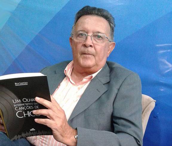 Emocionado, jornalista Rui Leitão recebe alta após se recuperar de infecção por Covid-19: 'Não é uma gripezinha'; VEJA VÍDEO