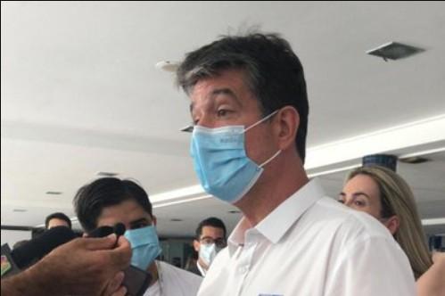 RUY - Candidato Ruy Carneiro vota com lideranças do partido e familiares, no bairro de Tambaú