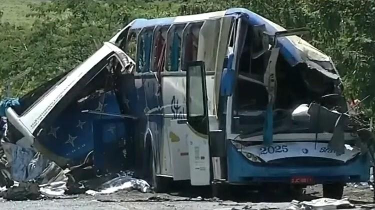 acidente em taguai 1606315326845 v2 750x421 - Motorista do ônibus envolvido em acidente que matou 41 pessoas em SP, disse à polícia que freio do veículo falhou