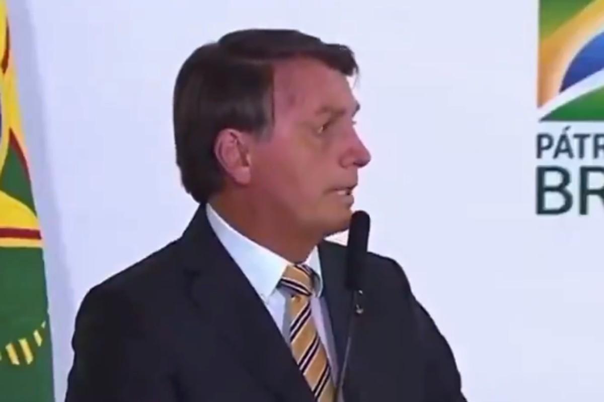 """bolsonaropaz - Bolsonaro reclama que sua vida é uma """"desgraça"""" e internautas aconselham: """"Renuncia"""" - VEJA VÍDEO"""