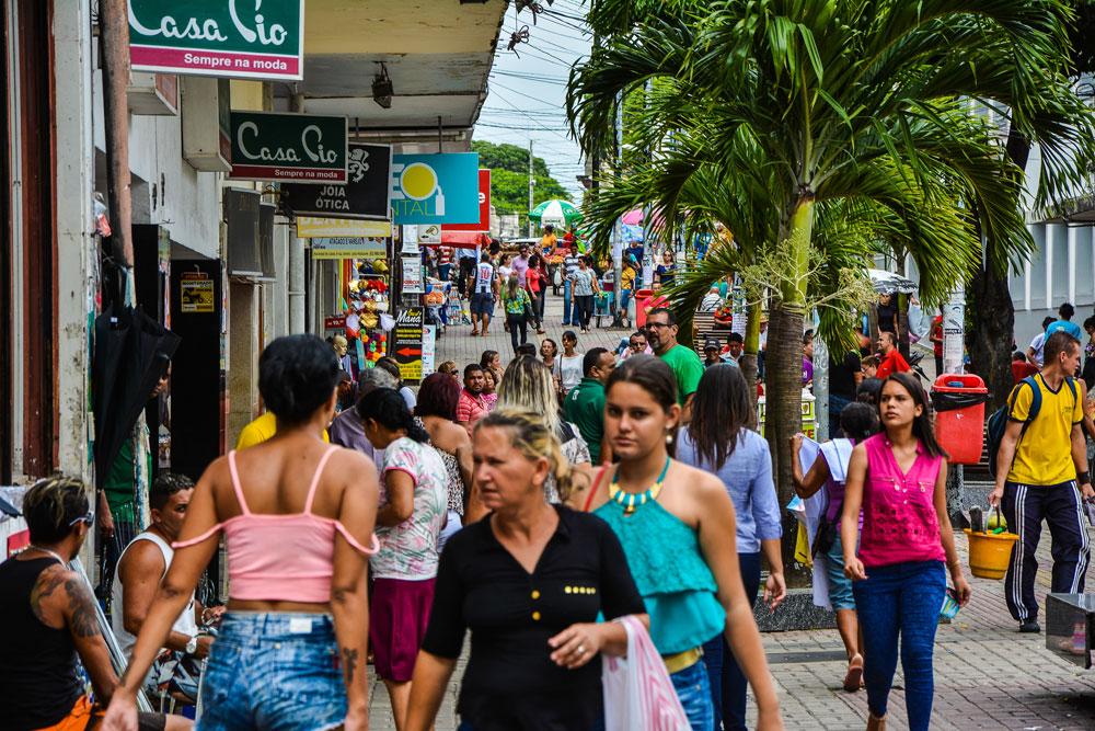 comércio 1 - Só 12 em cada 100 brasileiros ficaram em isolamento em outubro, mostra IBGE