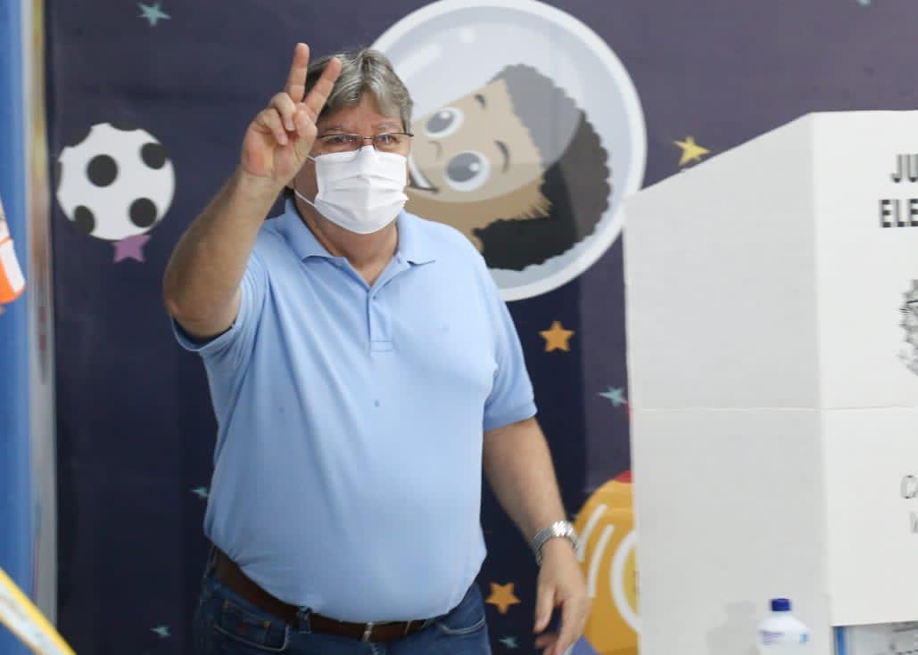 ec82f59e 008b 4553 a011 613ca8f735e1 - Governador João Azevêdo vota e espera que novo prefeito assuma os compromissos com João Pessoa